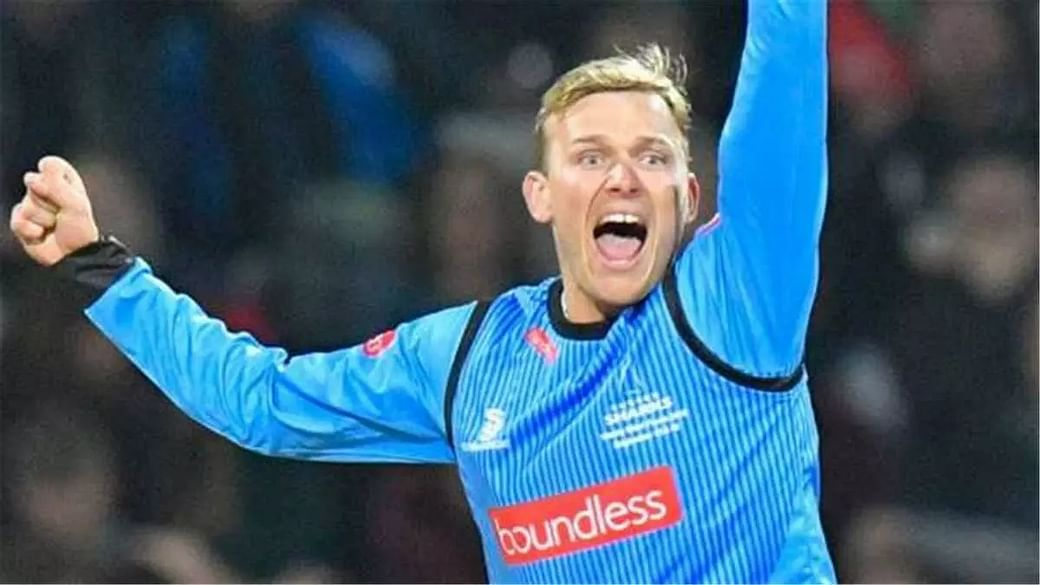 Danny Briggs signs for Adelaide Strikers